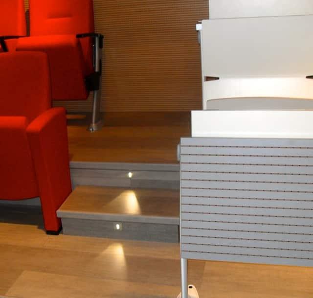 tribunes fixes plancher bois