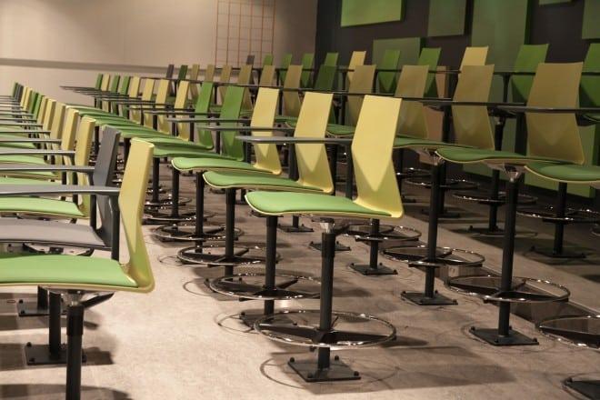 chaise-ino-audi-avec ecritoire-formation